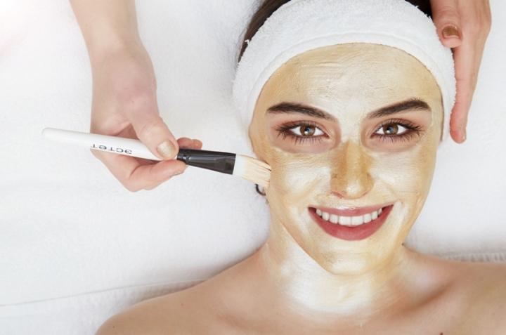 Професійна чистка обличчя зберігає молодість і здоров'я шкіри